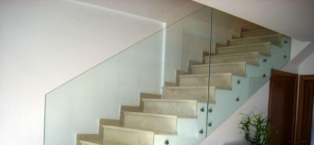 Barandillas de cristal templado - Barandillas de escaleras interiores ...
